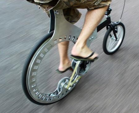 Lunartic: бесступичный велосипед с ременным приводом